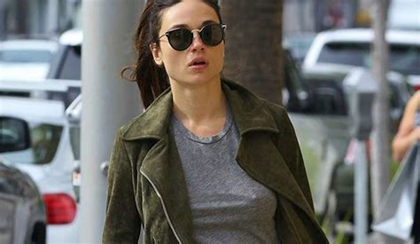 Crystal Reed Nude & Sexy Photos - Scandal Planet