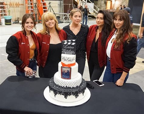 Here's How the PLL Cast Wants the Show to End | InStyle