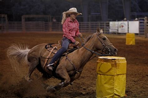 Barrel racer's special bond with horse is taking them far