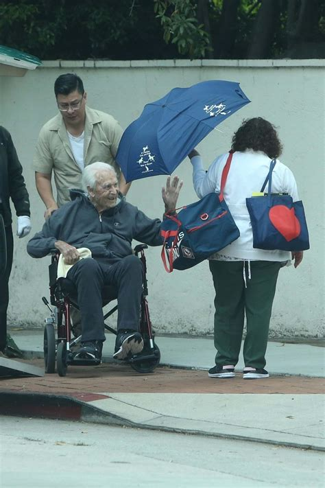 Bob Barker Returns Home From The Hospital - Hollywood Pipeline